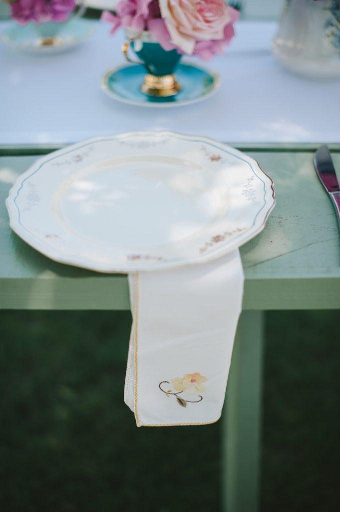 Vintage Dinner Plates and Napkins
