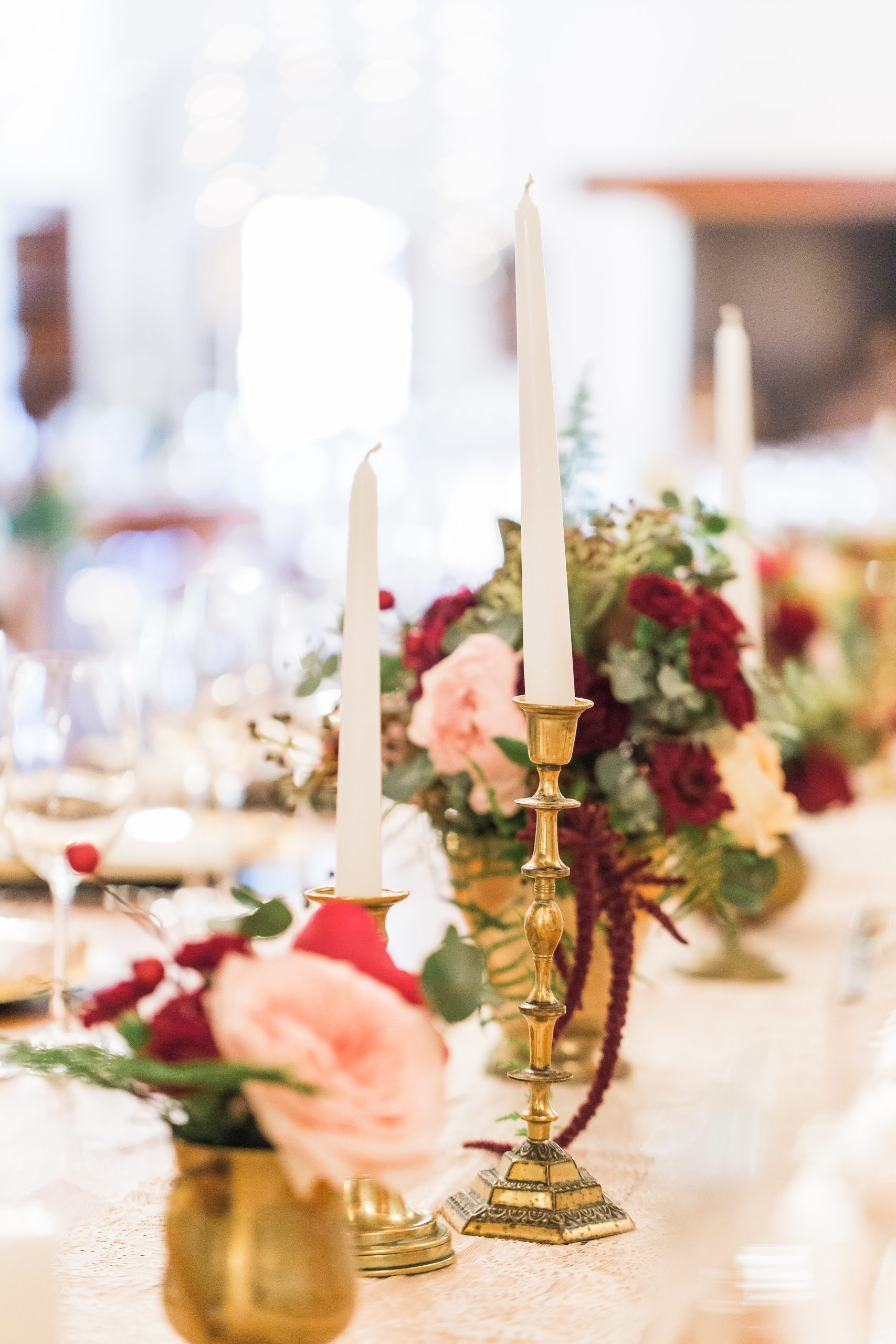 Gorgeous Wedding Tablescapes With Candles And Table Arrangements scaled