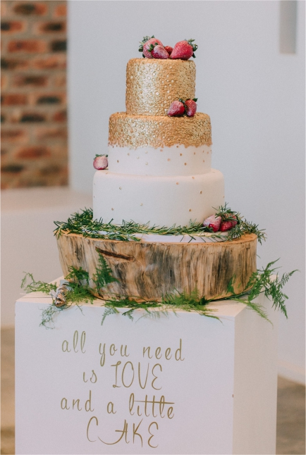My Pretty Vintage All You Need Is Love Wedding Cake