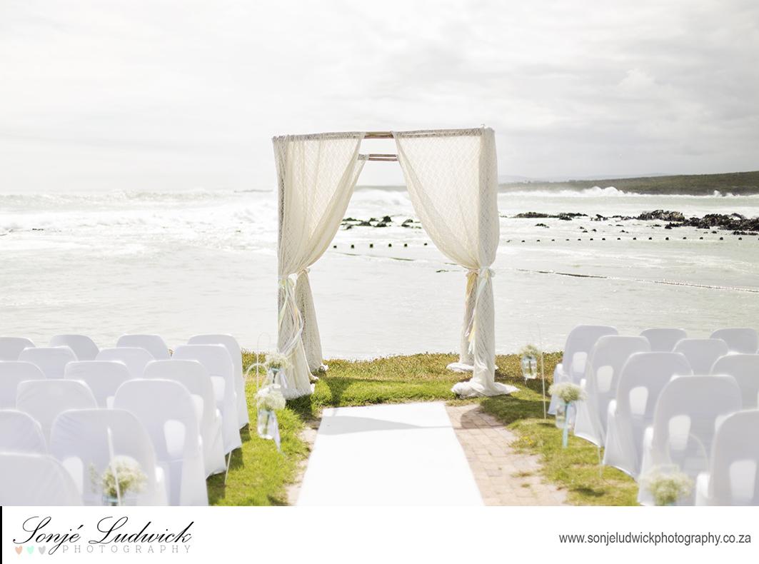 Vintage Fun and Romantic Themed Wedding Reception Arrangements