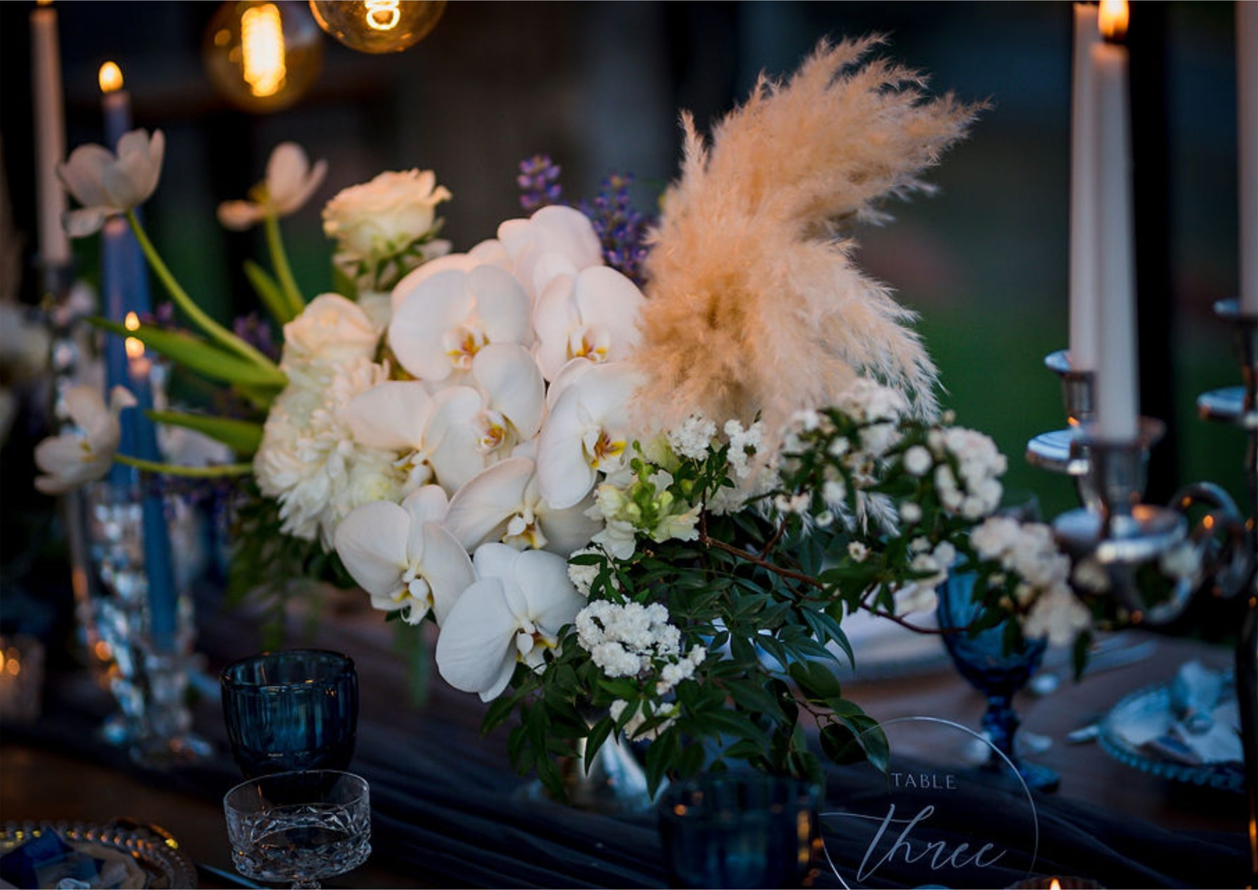 Bruidsgids Wedding Guide My Pretty Vintage Romantic Wedding Urns Candle Lighting Event Decor Photography by Gustav Klotz