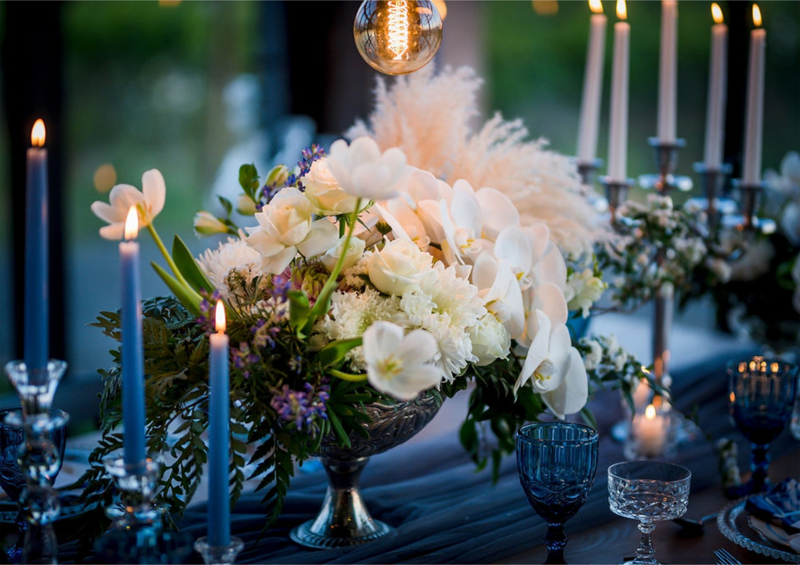 Bruidsgids Wedding Guide My Pretty Vintage Romantic Wedding Urns Candles Lighting Event Decor Photography by Gustav Klotz