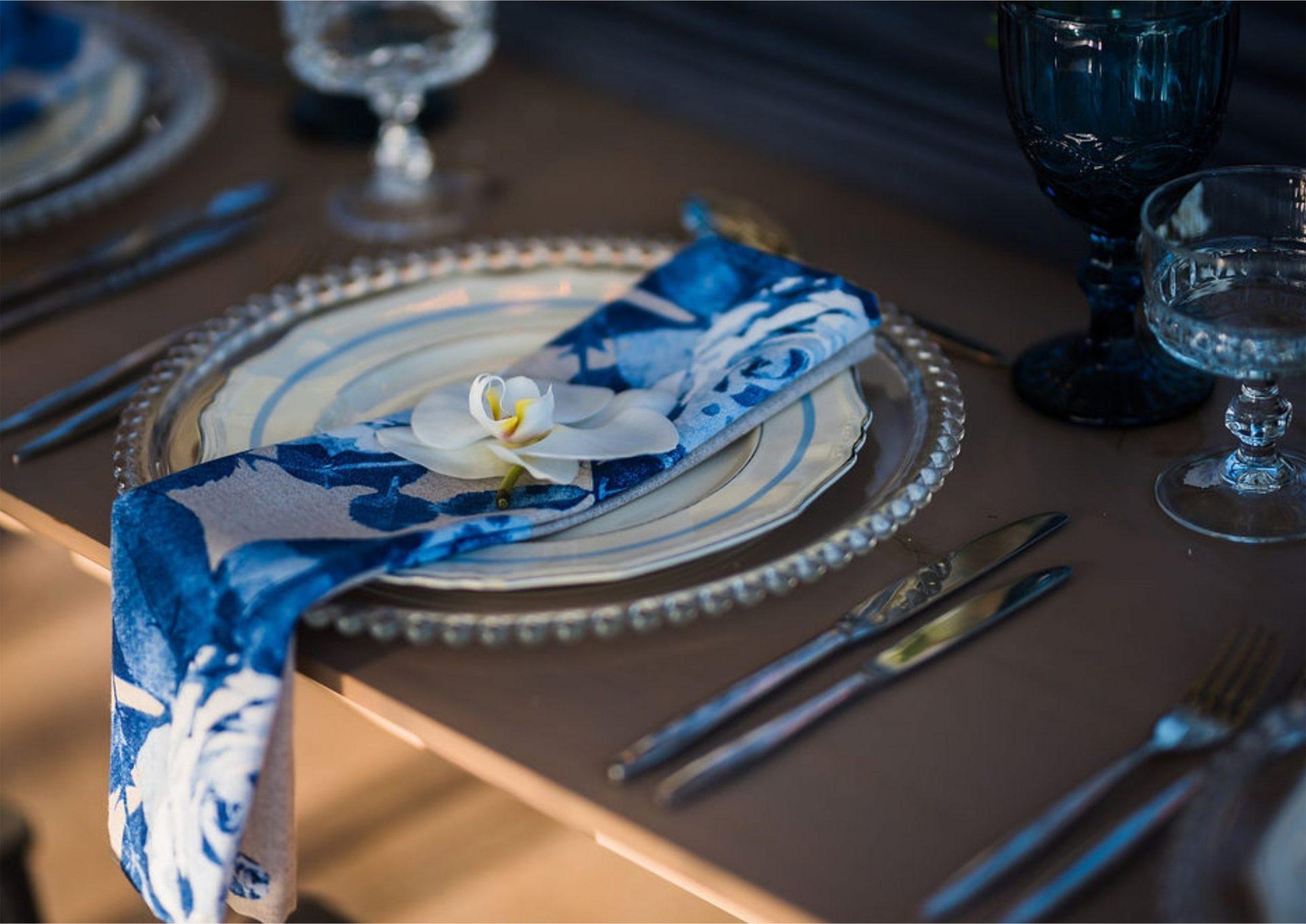Bruidsgids Wedding Guide My Pretty Vintage Table Setting Wedding Decor by Gustav Klotz Photography