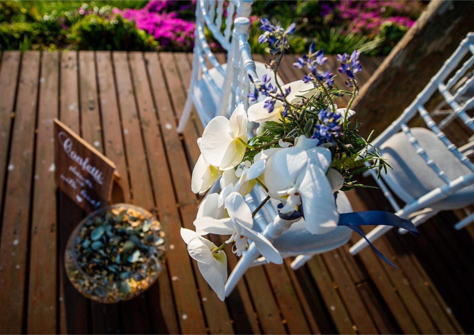Bruidsgids Wedding Guide My Pretty Vintage Wedding Confetti Settings Wedding Decor Photography by Gustav Klotz