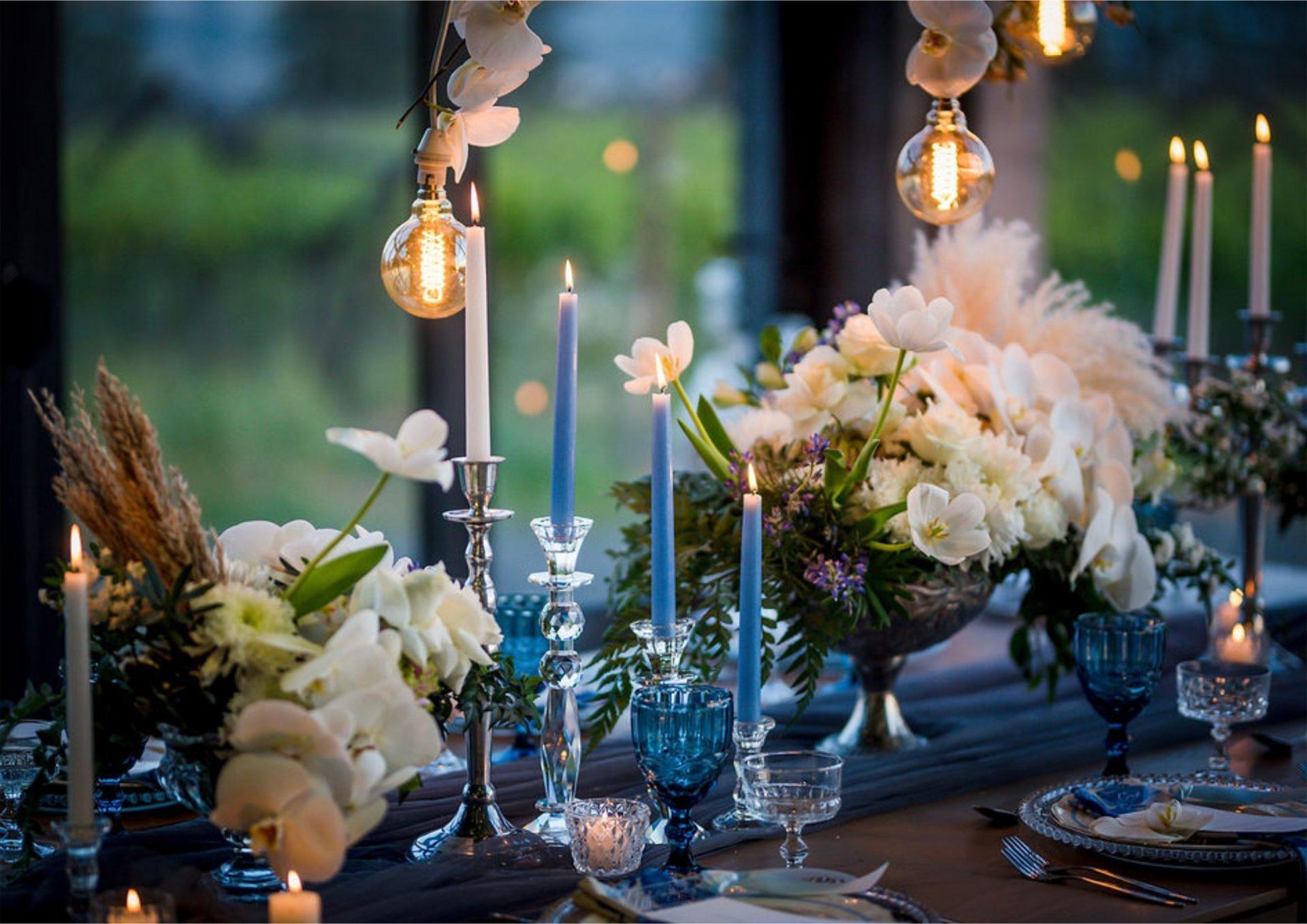 Bruidsgids Wedding Guide My Pretty Vintage Wedding Table Evening Light Wedding Decor Photography by Gustav Klotz