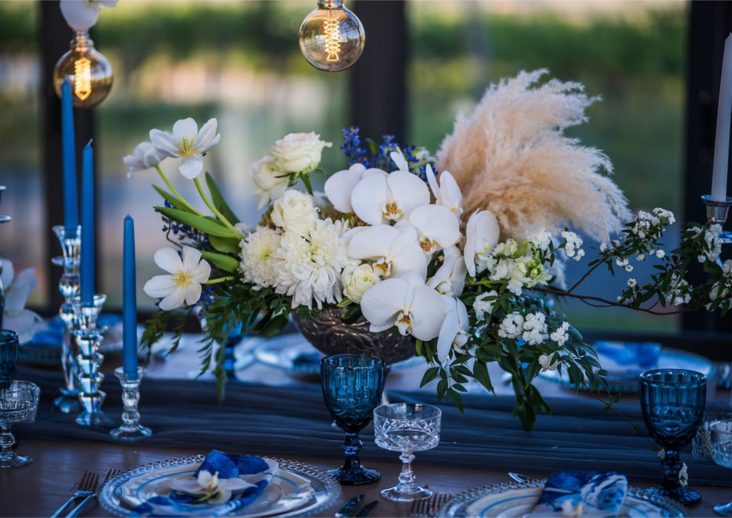 Bruidsgids Wedding Guide My Pretty Vintage Wedding Table Lighting Settings Events Wedding Decor by Gustav Klotz Photography